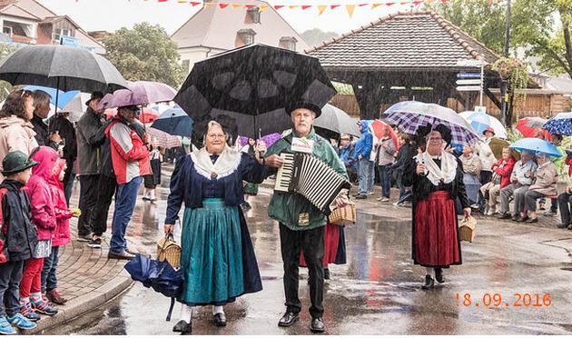 Trachtenumzug beim Winzerfest in Auggen am 18. September 2016