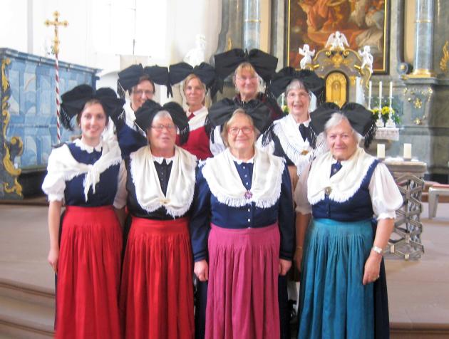 Trachtengruppe sang in der Maiandacht